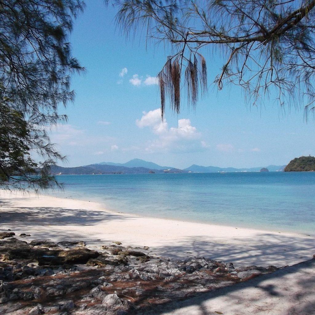 beach-1650889_1280